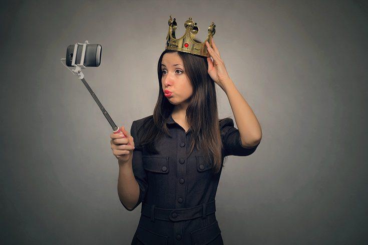 Las personas narcisistas son egocéntricas y sienten que todo el mundo debe girar a su alrededor