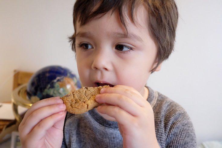 Las grasas malas son aquellas que encontramos en los alimentos procesados como las pizzas, bollería, galletas o chocolate