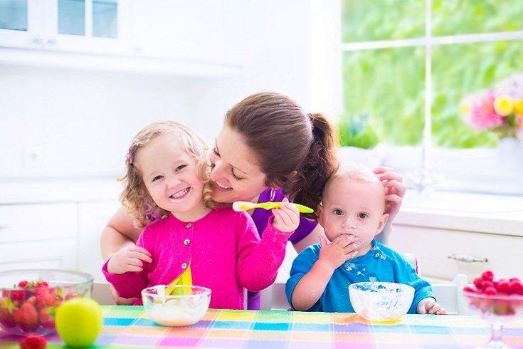 Es muy normal ver en supermercados yogures específicos para bebés que son ricos en calcio y en proteínas