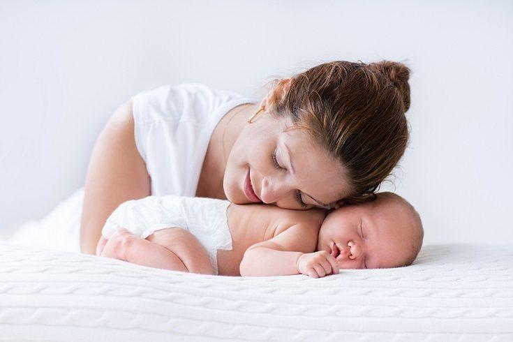 Existen numerosos estudios que dejan claro cómo el piel con piel es necesario para los bebés