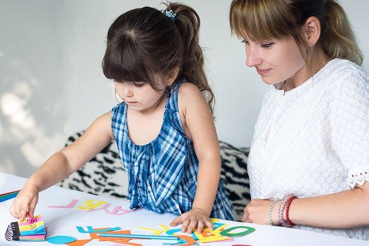 Puedes coger material para pintar que sean divertidos para tus hijos