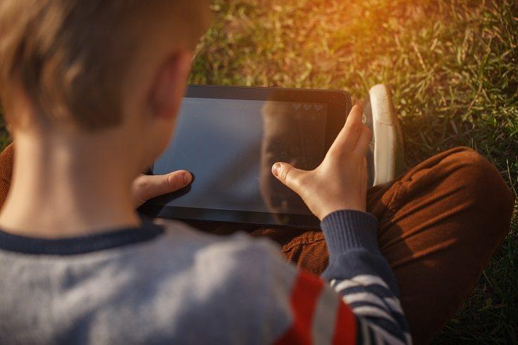 En muchos casos los menores navegan con el perfil público sin saber los numerosos peligros que ello puede entrañar