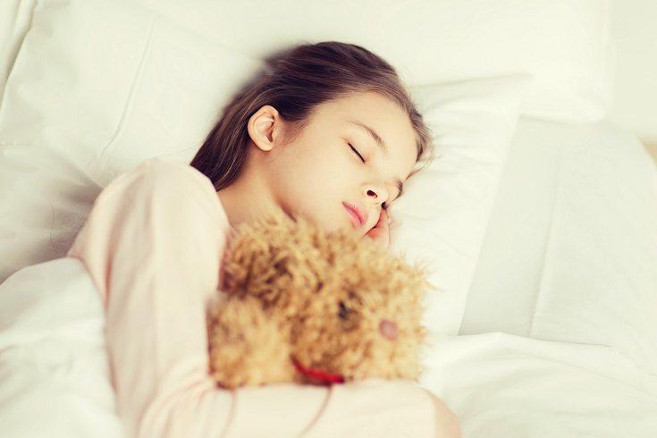 Es bastante normal que los niños tengan miedos a la hora de dormir solos