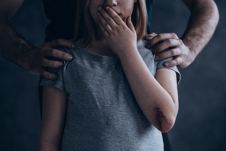 Es importante, como padre o madre, saber que el niño probablemente no busque ayuda en momentos de consuelo