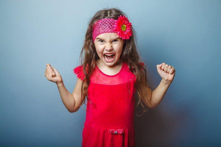 Cuando un niño tiene dos años y no sabe expresar sus emociones, suele tener bastantes rabietas a causa de su frustración