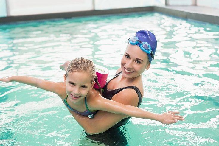 La resistencia al agua les ayuda a desarrollar la fuerza muscular