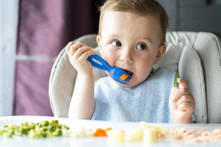 Los bebés que tienen más de 8 semanas de vida a menudo pueden estar hasta 4 días sin hacer caca