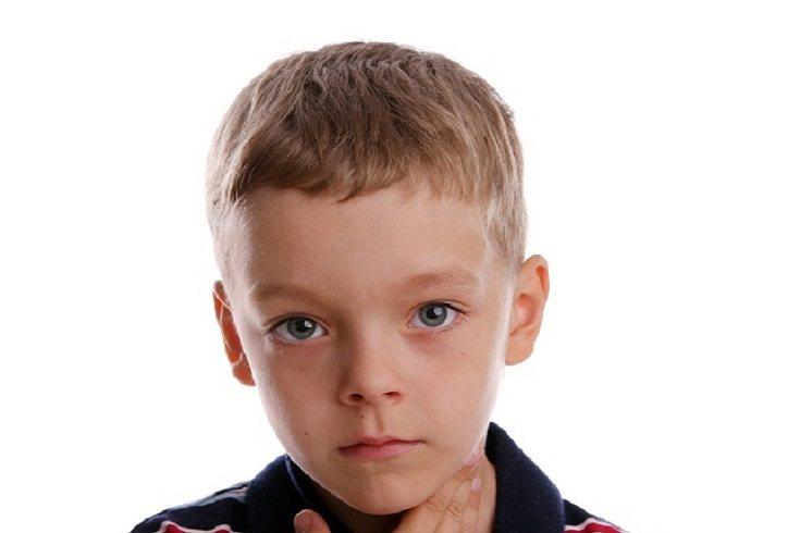 Lo habitual es mantener las amígdalas hasta que normalmente los niños tienen más de 4 años