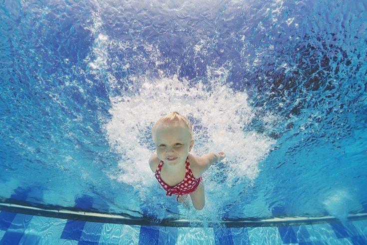 La matronatación no busca que el bebé aprenda a nadar