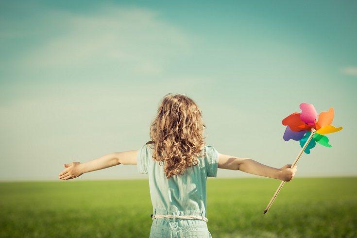 Los niños mayores pueden llevar consigo amuletos de la suerte que sientan como especiales