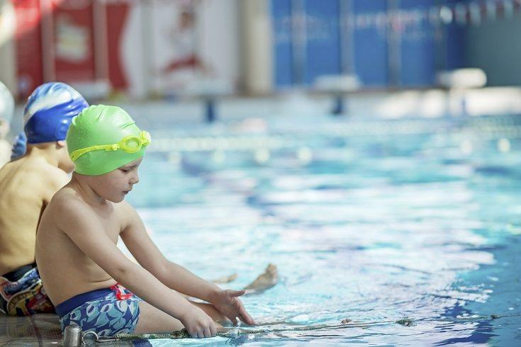 El refuerzo positivo es clave a la hora de conseguir que el niño venza ese miedo atroz al agua