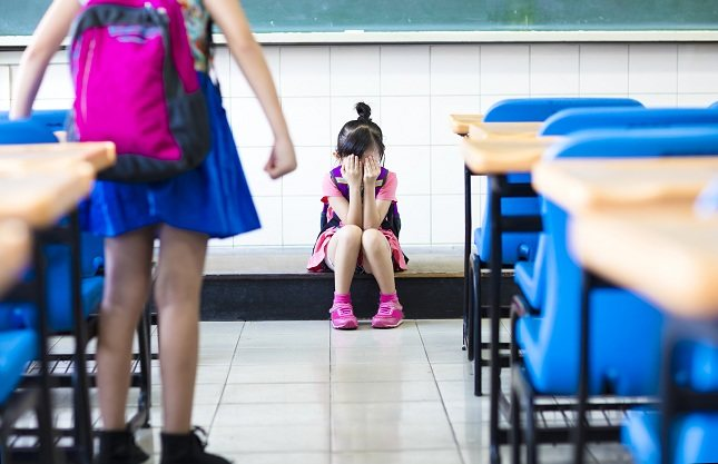 Los niños piensan que son 'perdedores' y que no merecen el buen trato de otras personas por lo que pueden actuar de forma autodestructuva