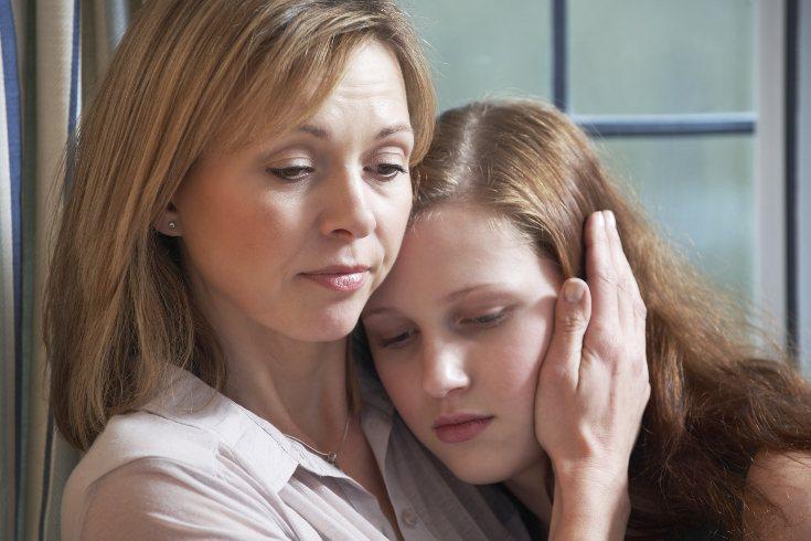 Los padres debemos ser el punto de confianza y seguridad para nuestra hija maltratada