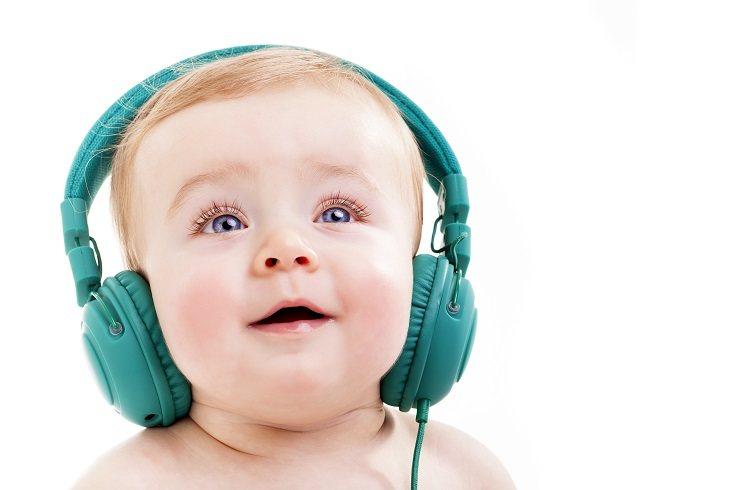 Otro de los grandes beneficios de la música consiste en su uso como terapia a la hora de relajar al bebé