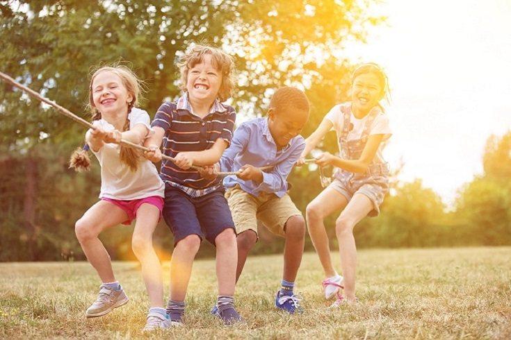 Ayuda a tu hijo a explorar su cuerpo y las diferentes maneras en que puede moverse
