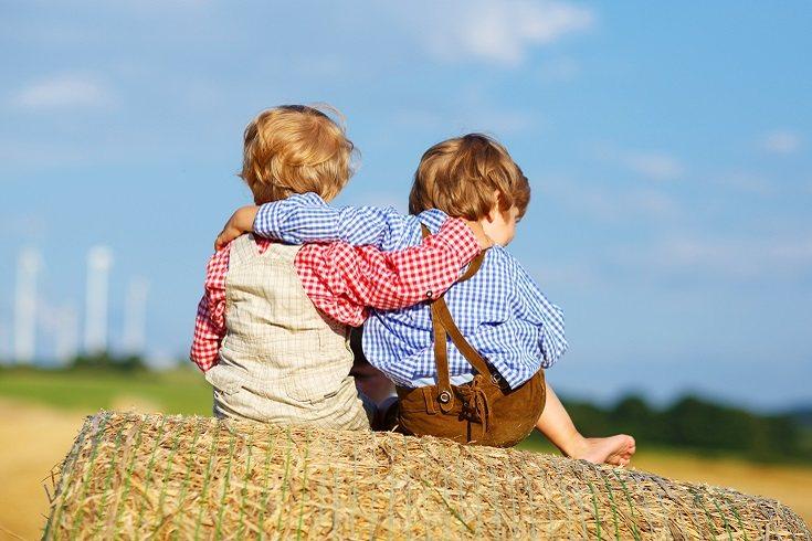 Las actividades organizadas ayudan a enseñar cómo hacer amigos