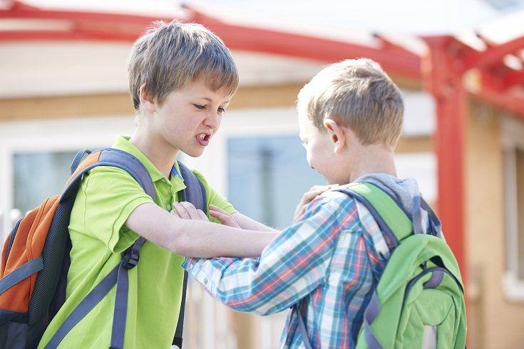 En cuanto sepas que tu hijo intimida a otros es necesario que hables con él de forma inmediata