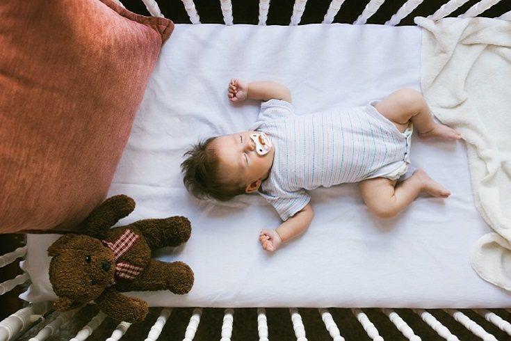 Aprovecha el momento de la lactancia para ir enseñándole los patrones de sueño