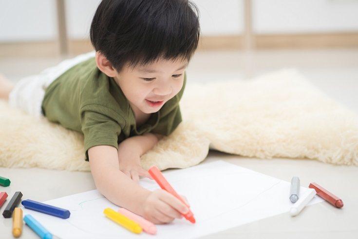 Crea una estructura en el hogar dándole a tu hijo un horario regular