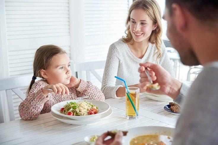 En el momento en que hables con tu pareja, deberás tener en cuenta que el problema no solo es algo específico del comportamiento de los niños