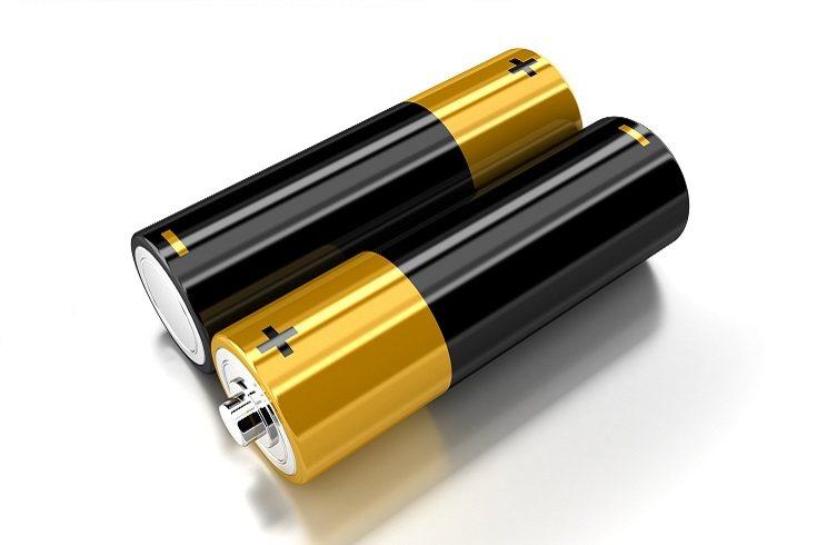 Si la parte donde se ponen las pilas no va atornillada, tendrás que sellarla con cinta adhesiva