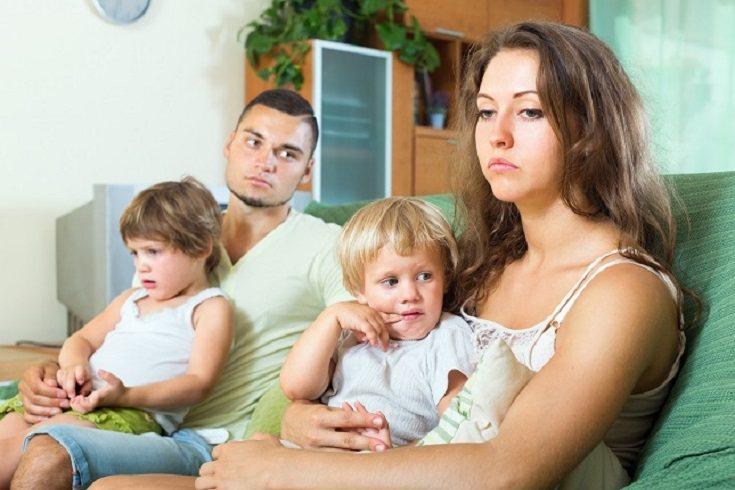 Los padres se quejan para competir con otros padres sobre lo cansados que están