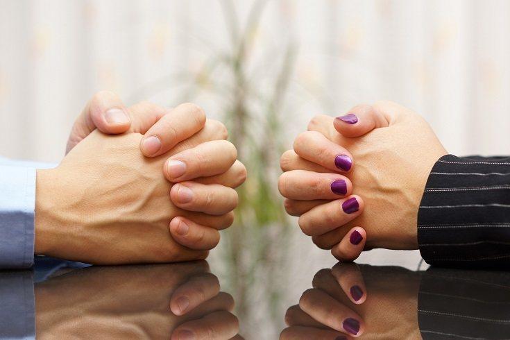 Una relación sana se basa en la comunicación íntima, no solo en hablar de las cosas banales de la vida