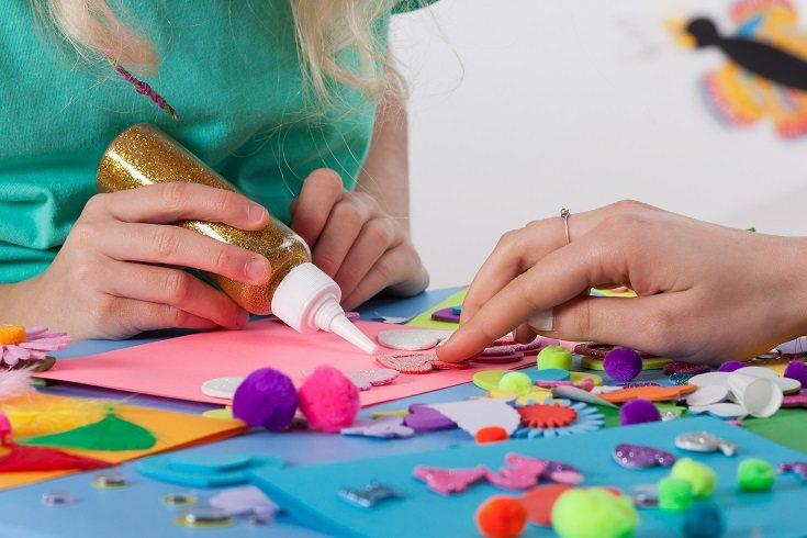 Las manualidades son la actividad perfecta con la que pasar un rato entretenido con tus hijos