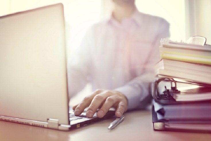 La terapia online o a través de Internet también se conoce como telepsicología