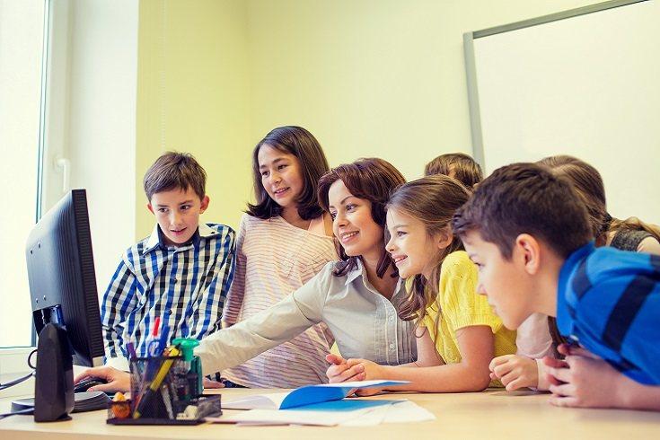 Cuando los niños comienzan a estudiar en grupo, suele ser como parte de una iniciativa propuesta y controlada por su profesor en la escuela