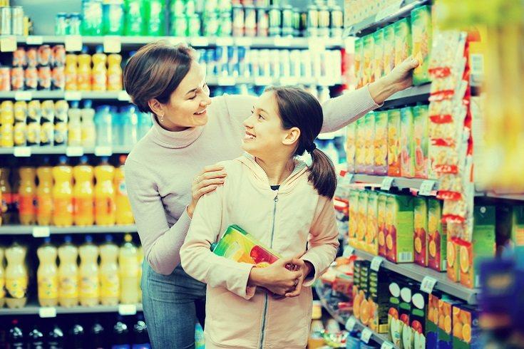 La mejor opción es hacer a los niños zumo de frutas 100% natural en casa