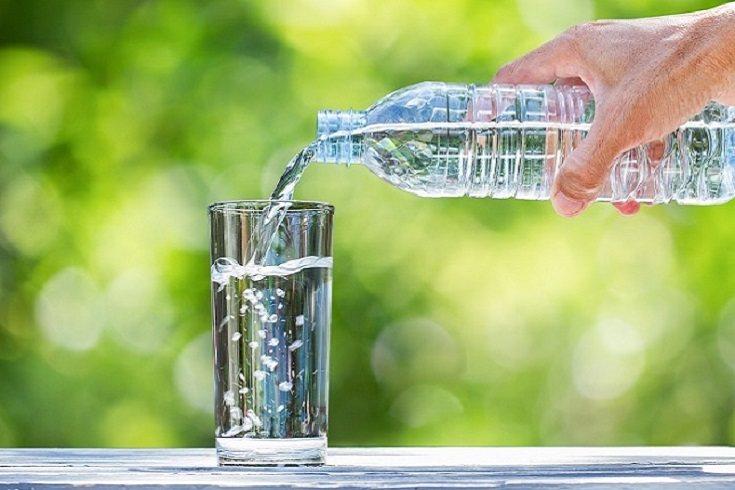 Es prioritario que los niños beban más agua
