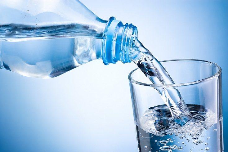 Los niños menores de 8 años necesitan un poco menos de líquido que los adultos