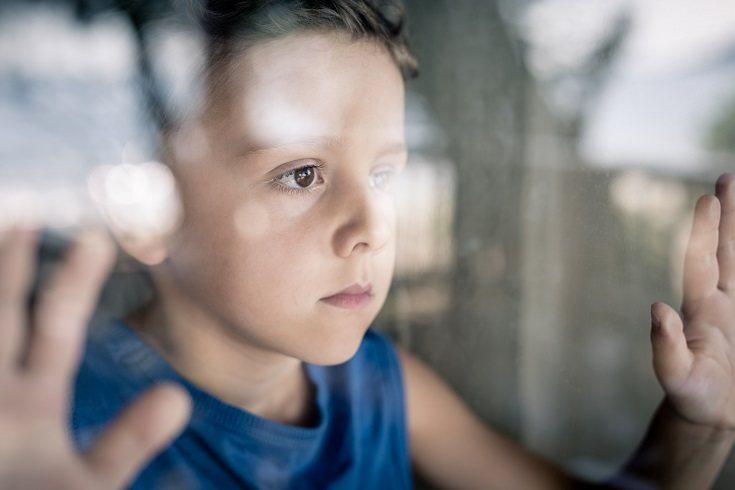 Permitir que un niño coloque una foto o una letra en el ataúd puede ser reconfortante