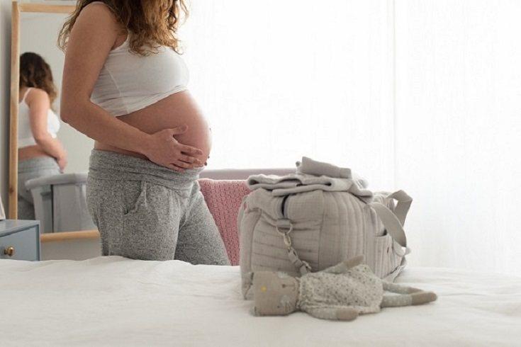 El embarazo y el parto lo deberá llevar a cabo solamente la mujer