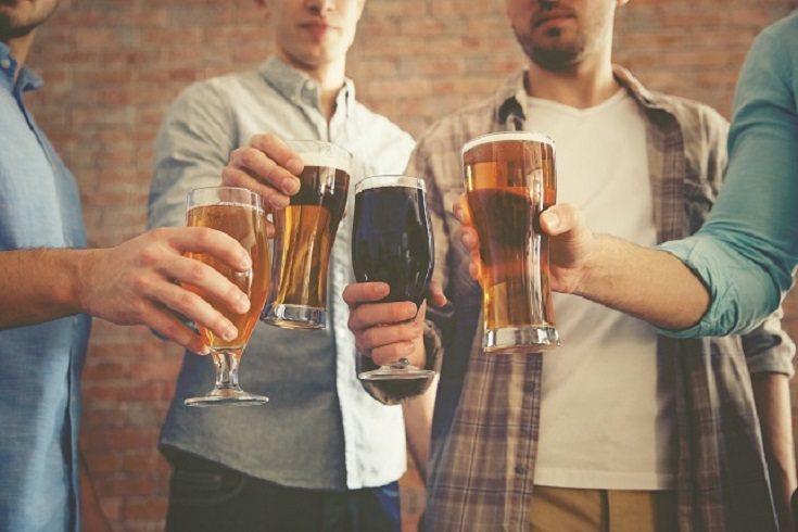 El alcoholismo en un padre o un madre puede tener un gran impacto negativo en sus hijos