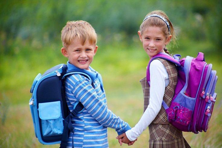 Es importante saber si tus hijos están llevando más peso de lo normal en la espalda