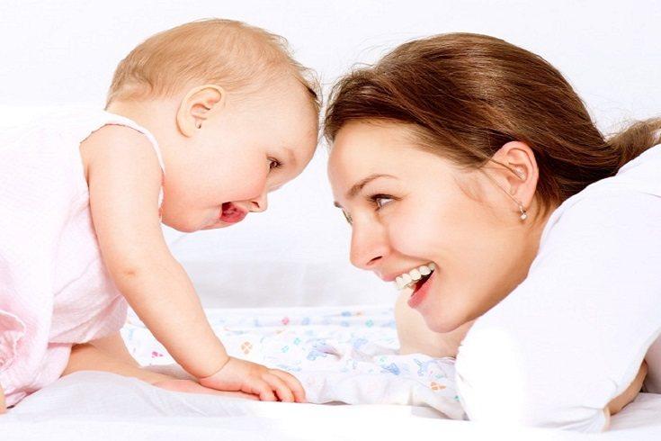 No necesitas demasiados elementos para asegurarte de estimular a tu bebé