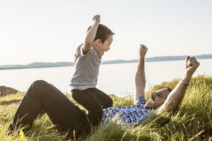Es necesario educar con amor y promover el acercamiento y el apego durante los primeros años de vida de tu hijo
