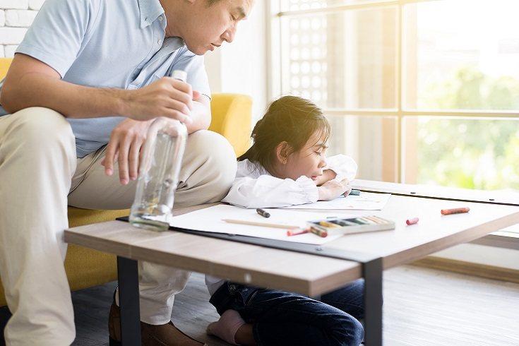 Los padres estrictos a menudo solo dan órdenes