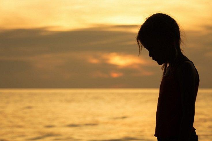 Ponte en contacto de manera regular con los profesionales que tratan a tu hijo diariamente