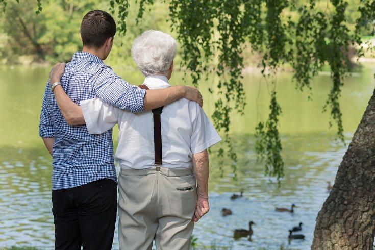 Los nietos adultos pueden ser esposos, padres, estudiantes, trabajadores o viajeros del mundo