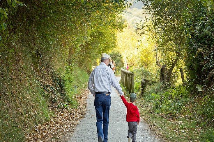 A veces los nietos realmente viven con sus abuelos