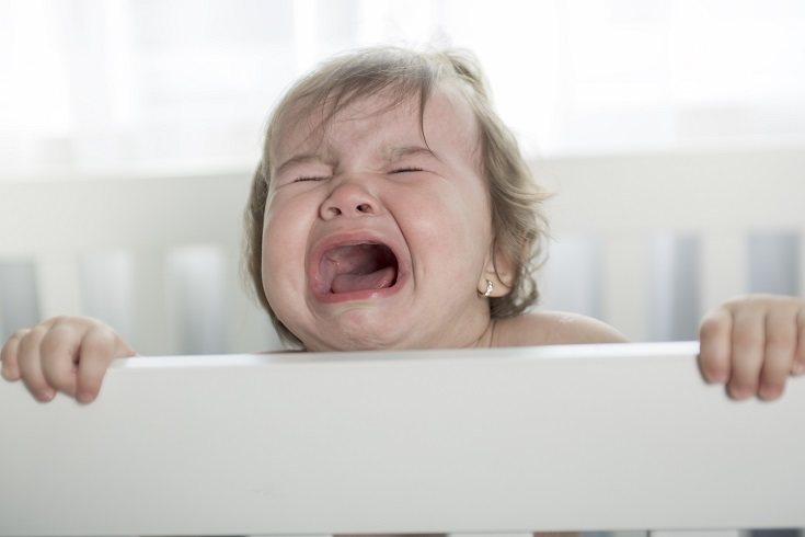 Comienza explicándole a tu hijo que su cama es segura y especia
