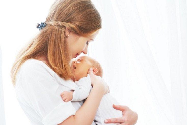 Cuando llegan al mundo los bebés recién nacidos tienen los ojos formados en su totalidad