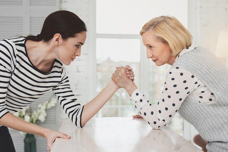 Son muchas las familias las que suelen tener problemas relacionales entre suegras y nueras