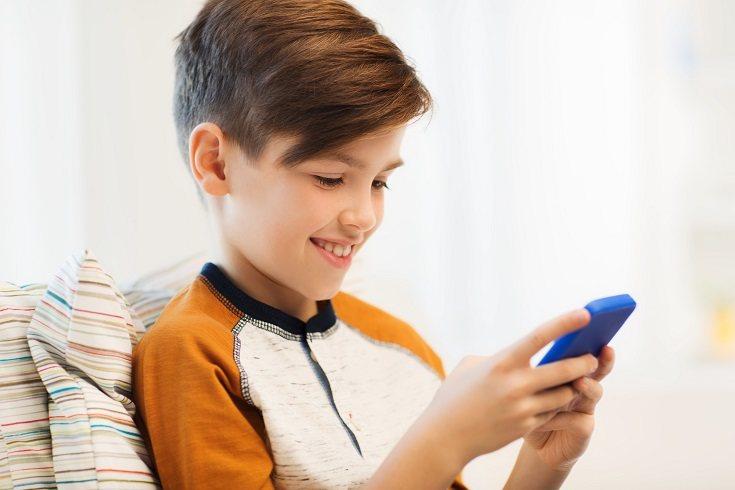 Los niños no hablan mucho en sus teléfonos