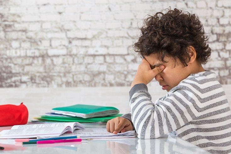 El trastorno de estrés postraumático en niños y adultos tiene una manifestación característica