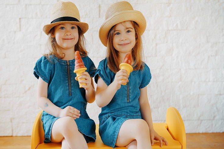 Las actitudes anti-compartir de los gemelos no se desarrollan durante varios meses después del nacimiento