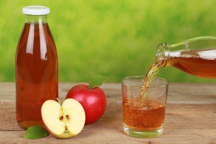 El zumo de manzana es un buen remedio y ayuda como laxante infantil